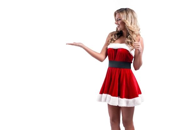 Jonge mooie santa meisje kortom feestelijke jurk bont lang blond haar heldere make-up conceptuele fa...