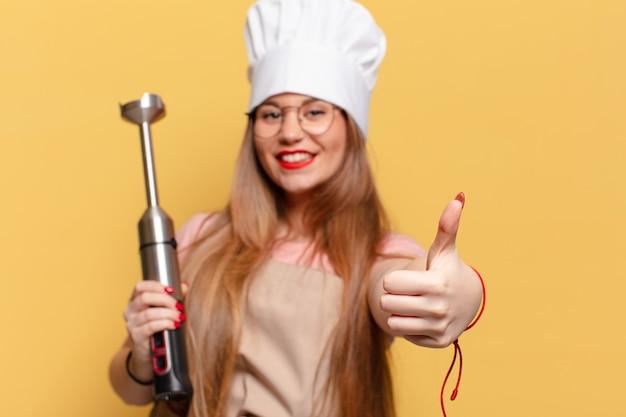 Jonge mooie vrouw blij en verrast expressie chef-kok concept