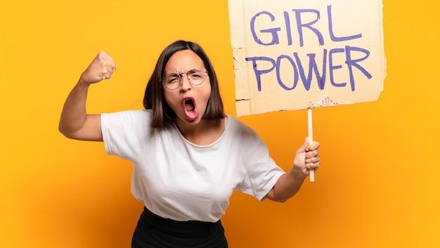 Jonge mooie vrouw girl power concept