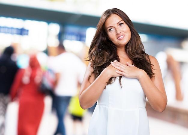 Jonge mooie vrouw in de liefde