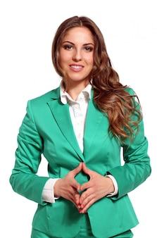 Jonge mooie vrouw in lichte kleur