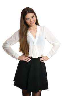 Jonge mooie vrouw in zwarte rok en hakken staande volledige lengte, geïsoleerd op een witte achtergrond