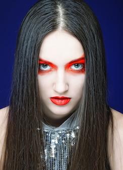 Jonge mooie vrouw met lichte make-up