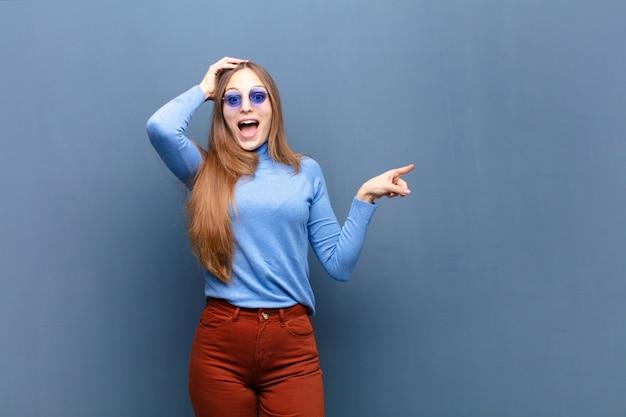 Jonge mooie vrouw met zonnebril