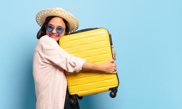 Jonge mooie vrouw. reizen of vakantie concept