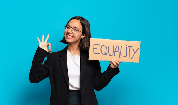 Jonge mooie zakenvrouw gelijkheid concept