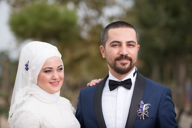Jonge moslim bruid en bruidegom bruiloft