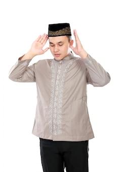 Jonge moslim man focus bidden
