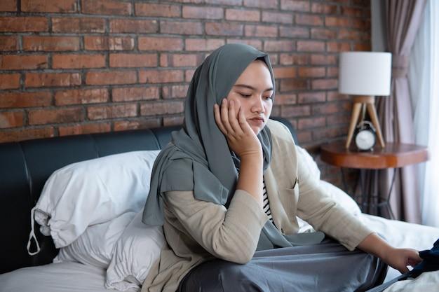 Jonge moslima's voelen zich verdrietig