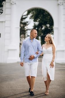 Jonge paar toekomstige bruid en bruidegom