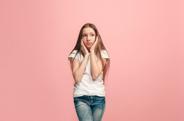 Jonge serieuze doordachte tiener meisje twijfel concept