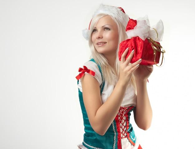 Jonge sexy santa girl geïsoleerd op een witte achtergrond