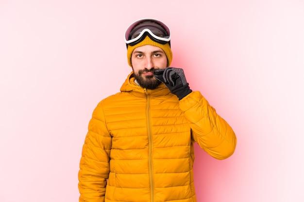 Jonge skiërmens die met vingers op lippen wordt geïsoleerd die een geheim houden.