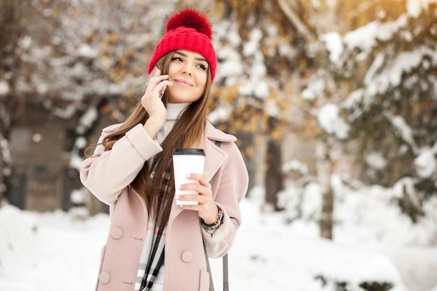 Jonge sneeuwmeisje mode mooi