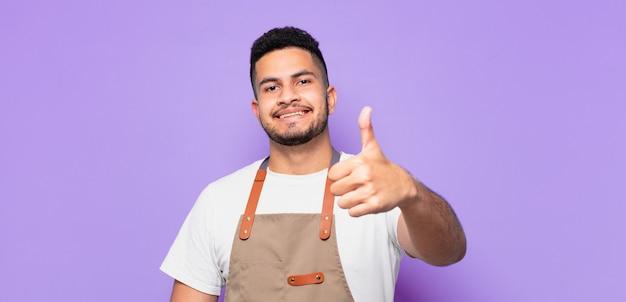 Jonge spaanse man gelukkige uitdrukking. chef-kok concept