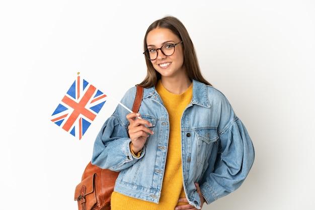 Jonge spaanse vrouw met een vlag van het verenigd koninkrijk geïsoleerd
