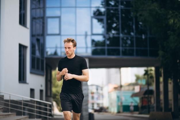 Jonge sportman, 's morgens trainen