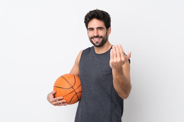 Jonge sportmens met basketbal