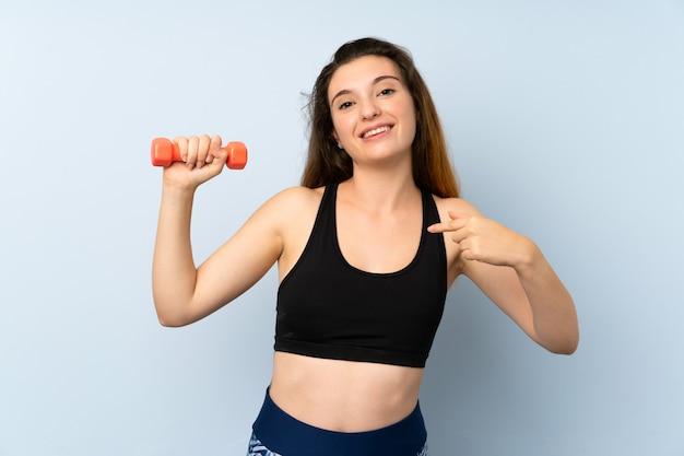 Jonge sportvrouw met gewicht