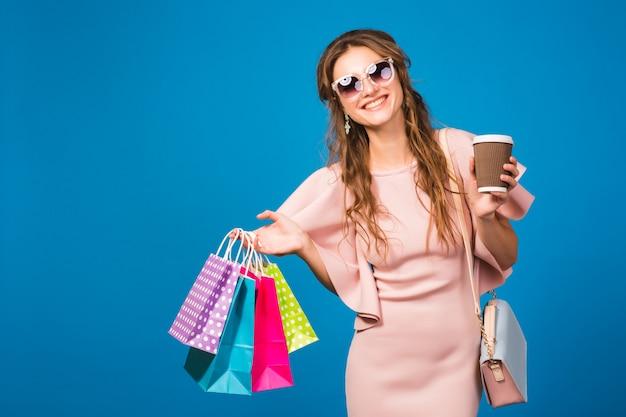 Jonge stijlvolle sexy vrouw in roze luxe jurk, zomer modetrend, chique stijl, zonnebril``