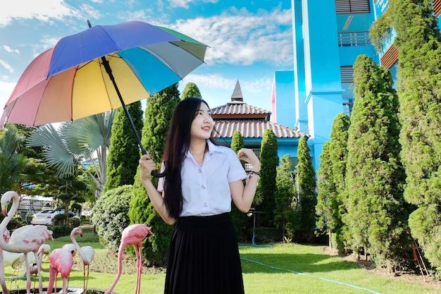 Jonge student meisje in uniform