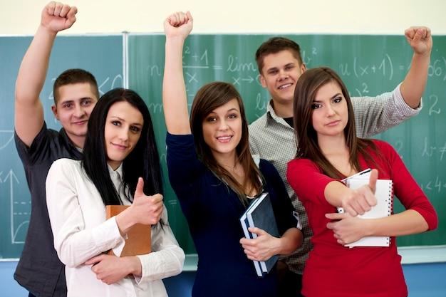 Jonge studenten in de klas