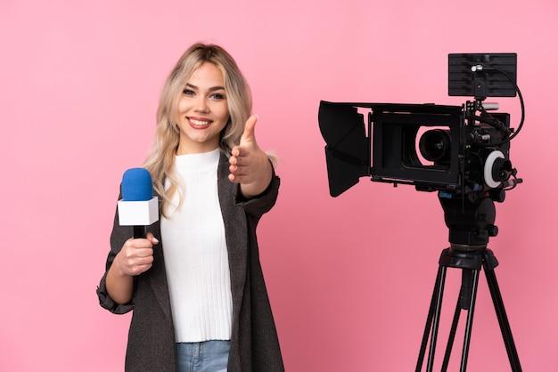 Jonge verslaggever vrouw