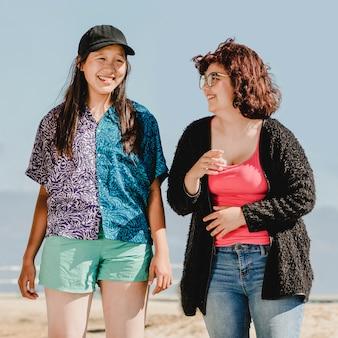 Jonge volwassen vrienden, zomer in venice beach, los angeles