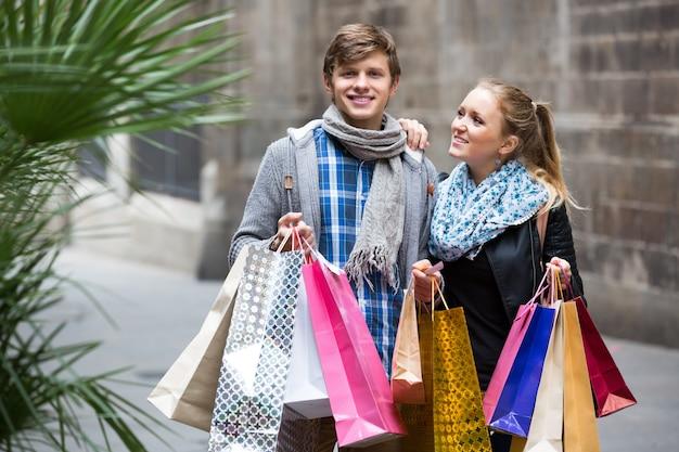 Jonge volwassenen in winkeltocht