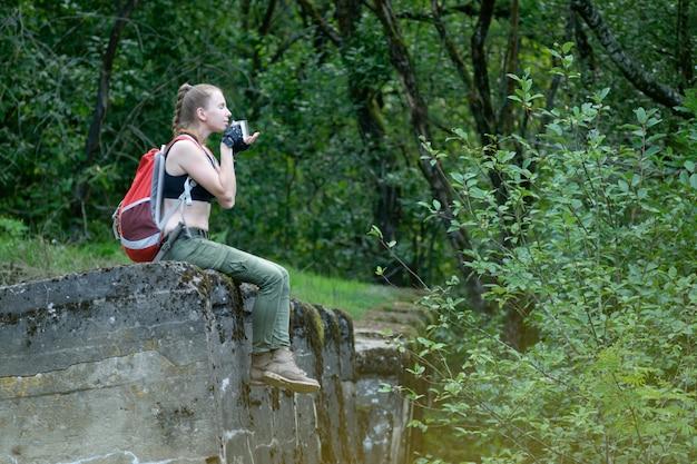 Jonge vrouw avonturier
