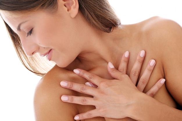 Jonge vrouw handen van lichaam