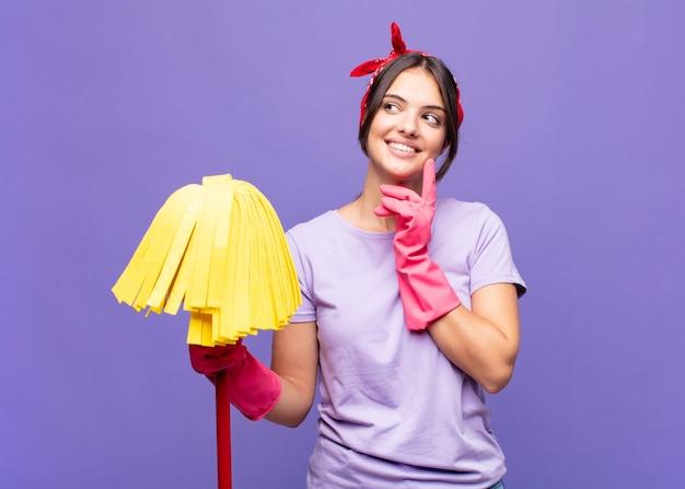 Jonge vrouw huishoudster