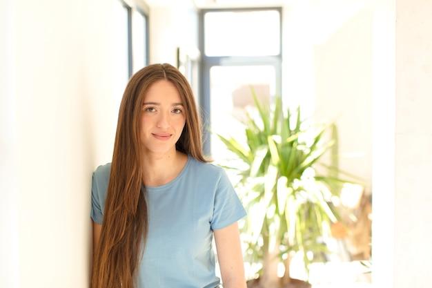 Jonge vrouw in nieuw huis