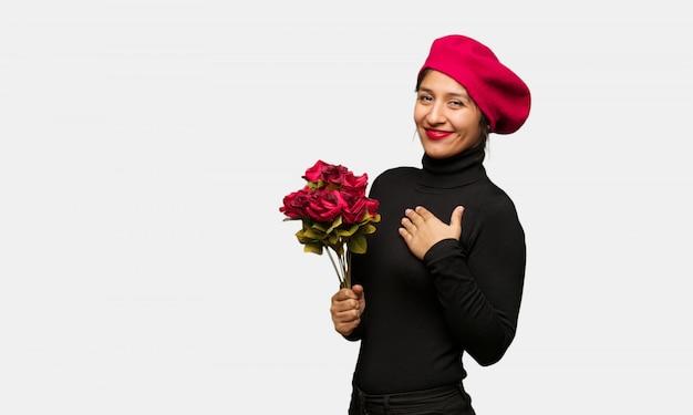 Jonge vrouw in valentijnsdag doet een romantisch gebaar