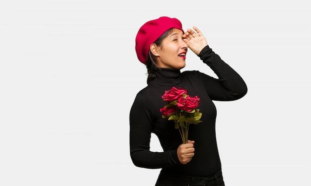 Jonge vrouw in valentijnsdag het gebaar van een spyglass maken