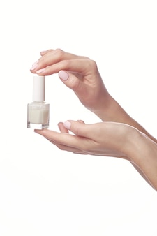 Jonge vrouw met acht fles nagellak