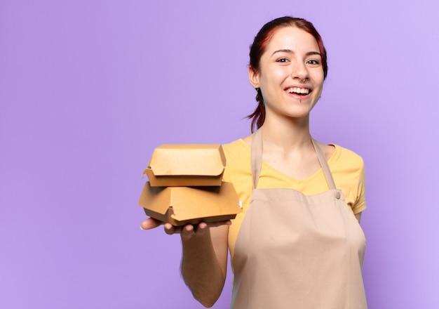 Jonge vrouw met een schort. afhaal hamburger bezorg concept