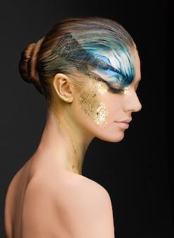 Jonge vrouw met fantasie make-up