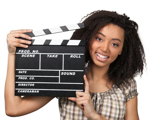 Jonge vrouw met film klepel geïsoleerd op white