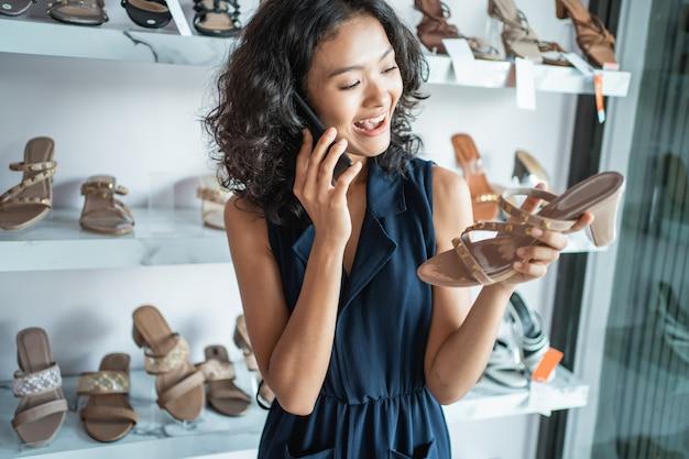 Jonge vrouw ondernemer concept
