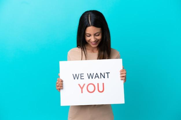 Jonge vrouw over geïsoleerde achtergrond met we want you board