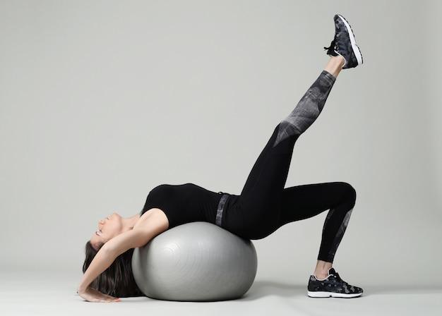 Jonge vrouw uitoefenen, fitness