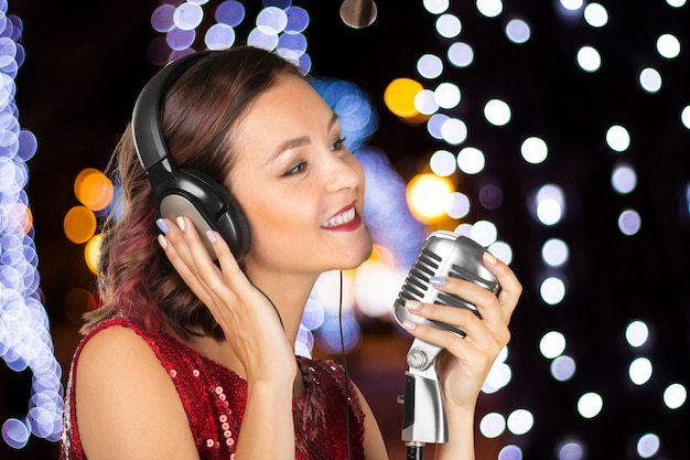 Jonge vrouw zanger