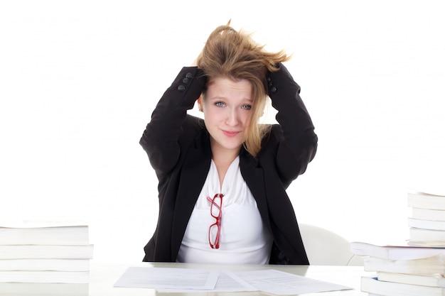Jonge vrouwelijke student gestrest