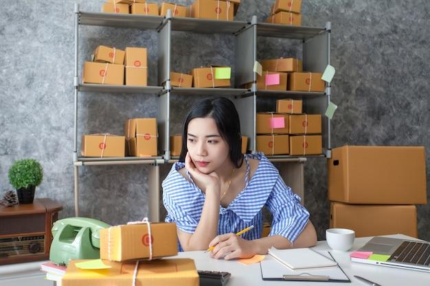 Jonge vrouwen bedrijfseigenaar, ongelukkige bundel van het werk, mislukking in zaken.