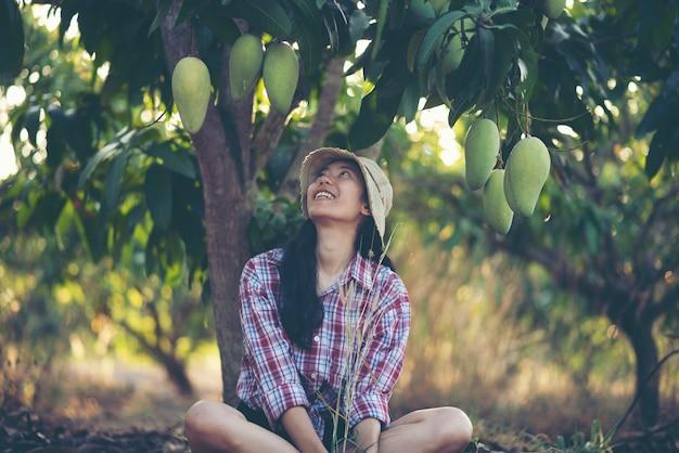 Jonge vrouwen boer