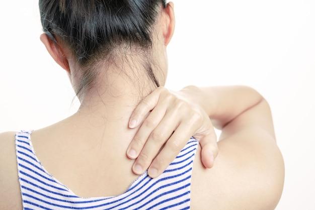 Jonge vrouwen nek en schouder pijn letsel, gezondheidszorg en medische concept