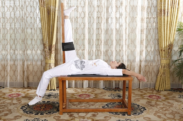 Jonge vrouwen oefenen voor hun lichamelijke gezondheid