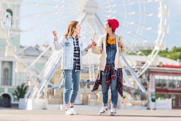 Jonge vrouwen op london eye