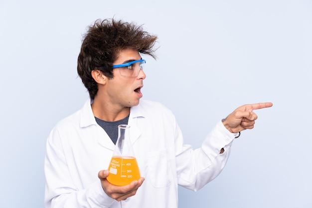 Jonge wetenschappelijke man